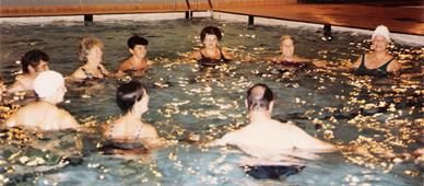 People in the swimming pool, talking in a circle